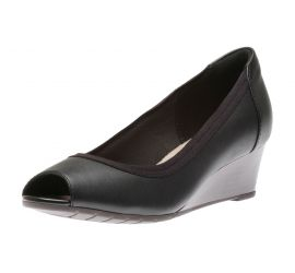 Mallory Charm Black Leather Pump